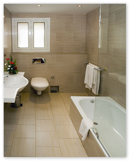 Executive bathroom. Longchamps Hotel Cairo zamalek Budget Egypt hotels reservation